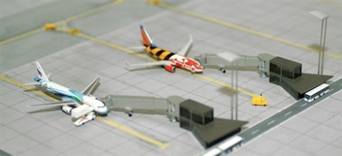 Herpa Wings Scenix 520553 Airport Building Apron Boarding Stations 1/500 Scale